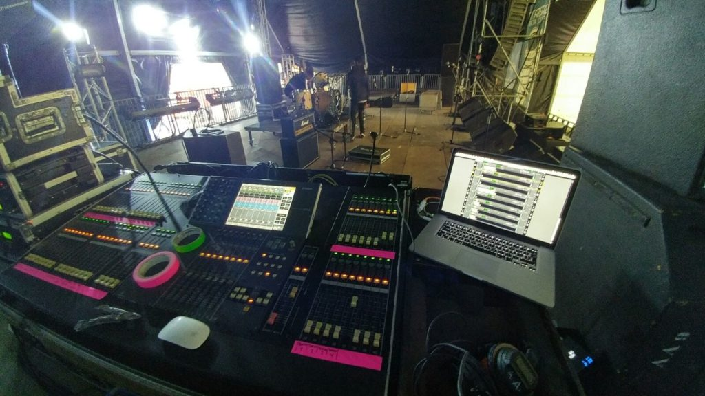 mesa de técnico de sonido de gazpatxo