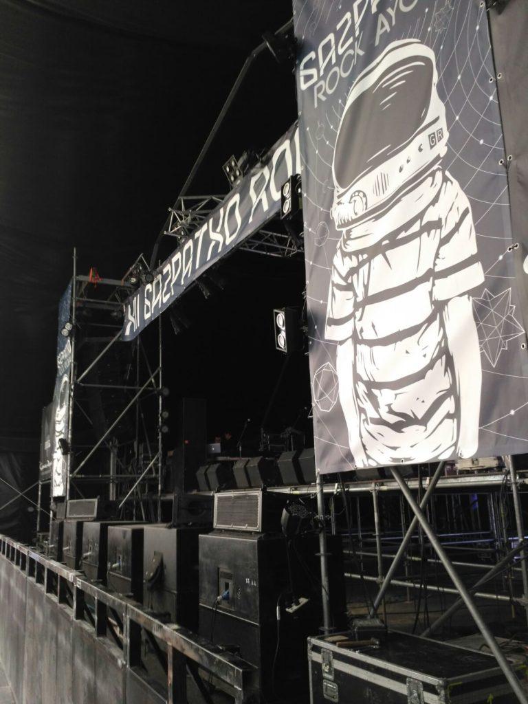 escenario con cartel de gazpatxo rock