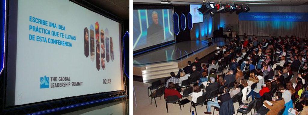 a la izquierda pantalla a la derecha publico asistente